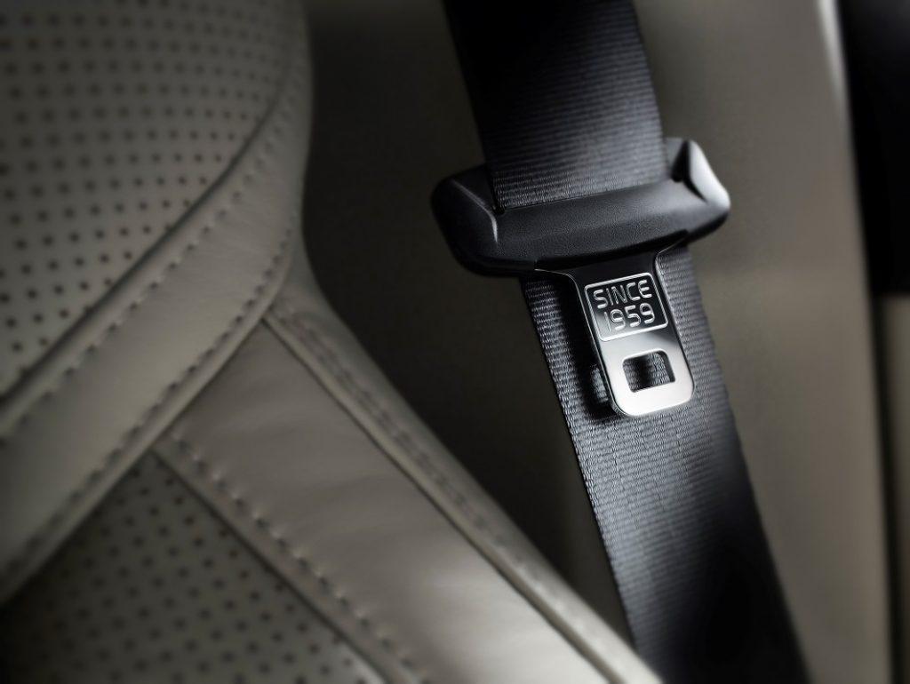 Prvý krát priniesla medzi sériove automobily bezpečnostný pás značka Volvo a to už v roku 1959.