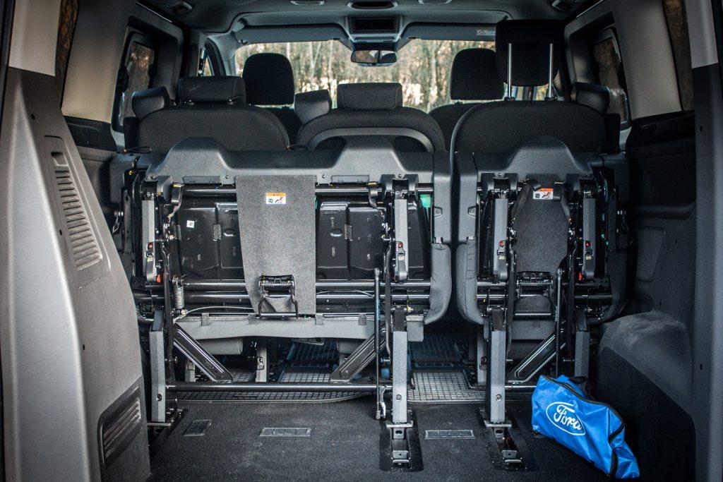Batožinový priestor verzie L1 je možné rýchlo zväčšiť prostredníctvom vyklopenia tretieho radu