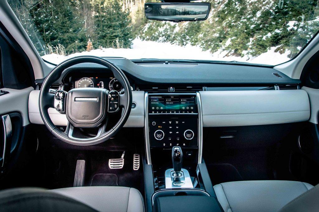 Palubná doska nového modelu Discovery Sport pôsobí vyslovene luxusným dojmom