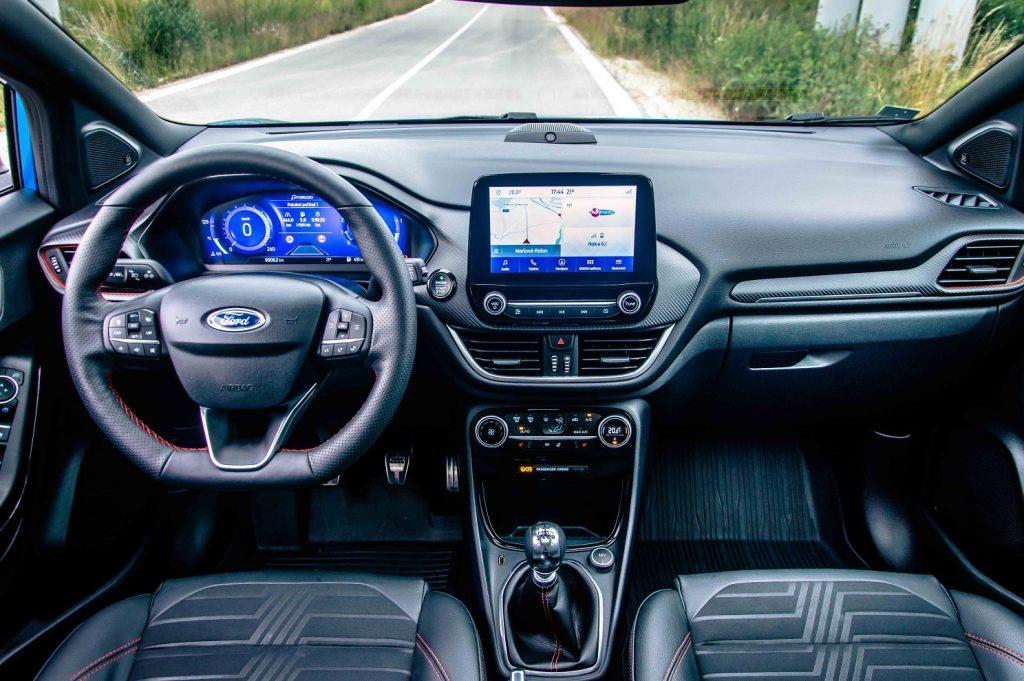 Pohľad na palubnú dosku v novom modeli Ford Puma