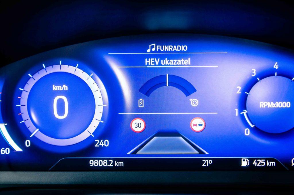 Funkciu mild-hybridného pohonu je možné sledovať aj prostredníctvom grafickej schémy na prístrojovom paneli