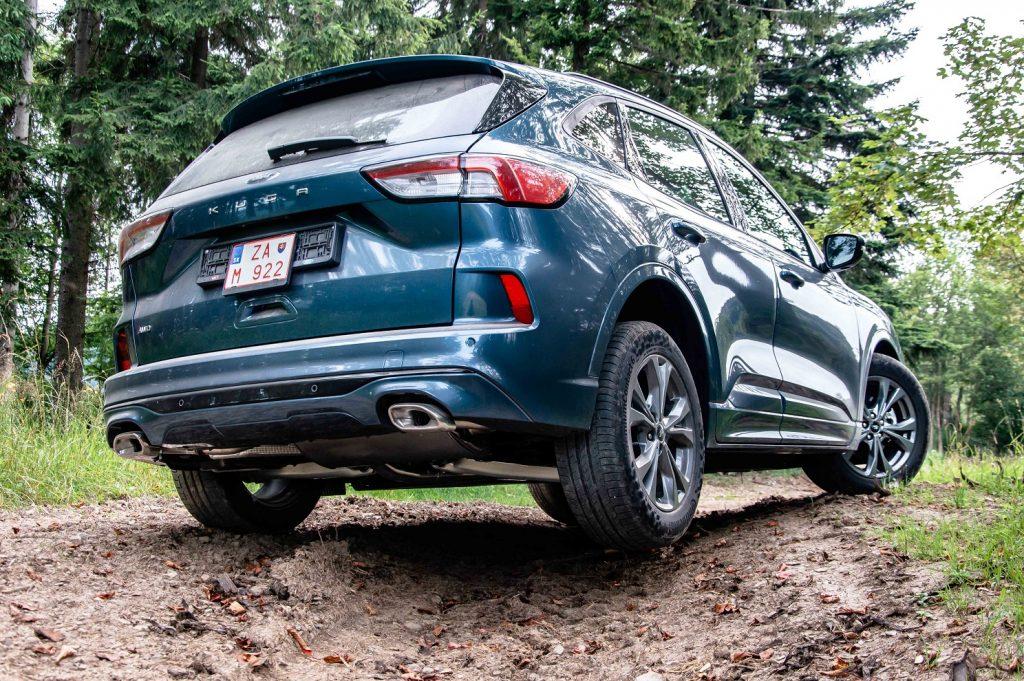 Športovo a dynamicky pôsobia aj zadné línie tretej generácie modelu Ford Kuga