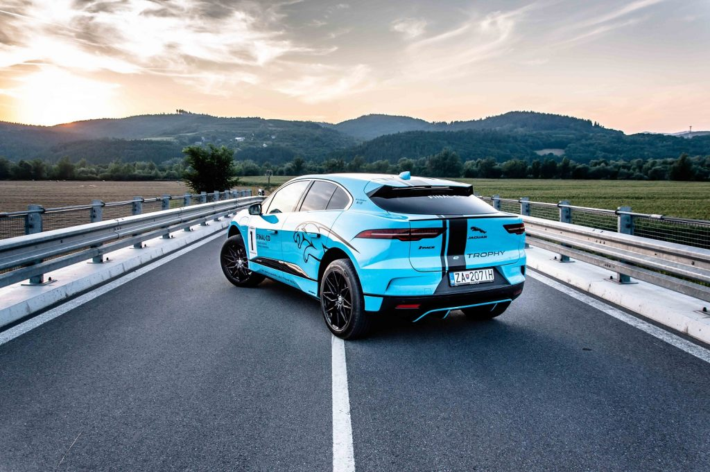 Dynamický a atleticky pôsobí model Jaguar I-Pace prakticky z každého uhla pohľadu