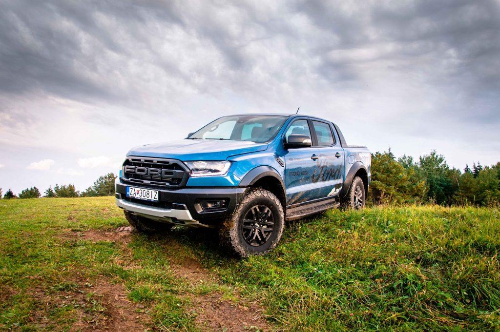 Ford Ranger Raptor pôsobí z každého uhla odolne a robustne
