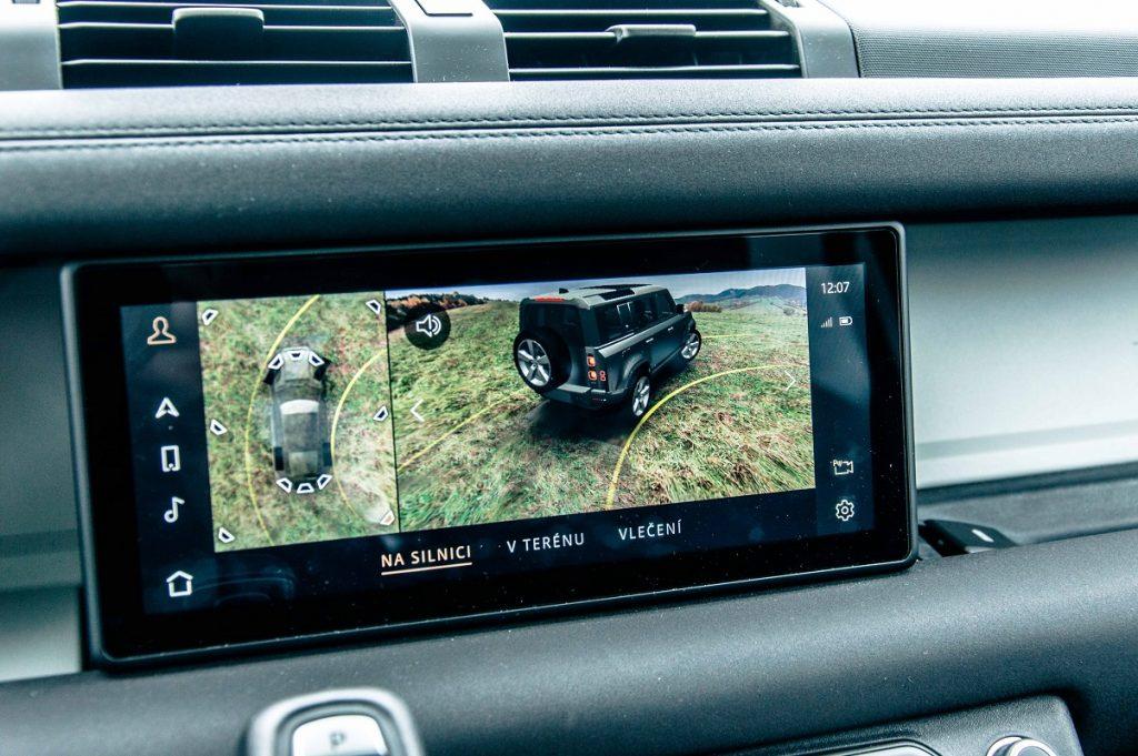 Špičkový kamerový systém je skvelou pomôckou pri tesnom manévrovaní
