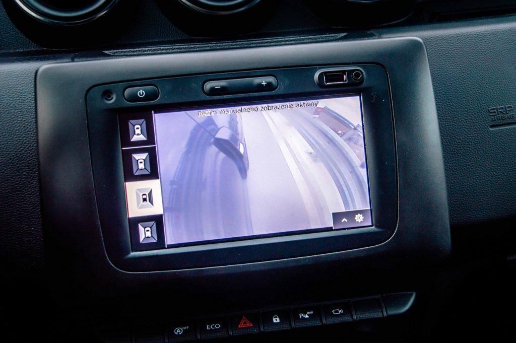 Zaujímavosťou príplatkovej výbavy je dostupnosť kamerového pohľadu na okolie vozidla